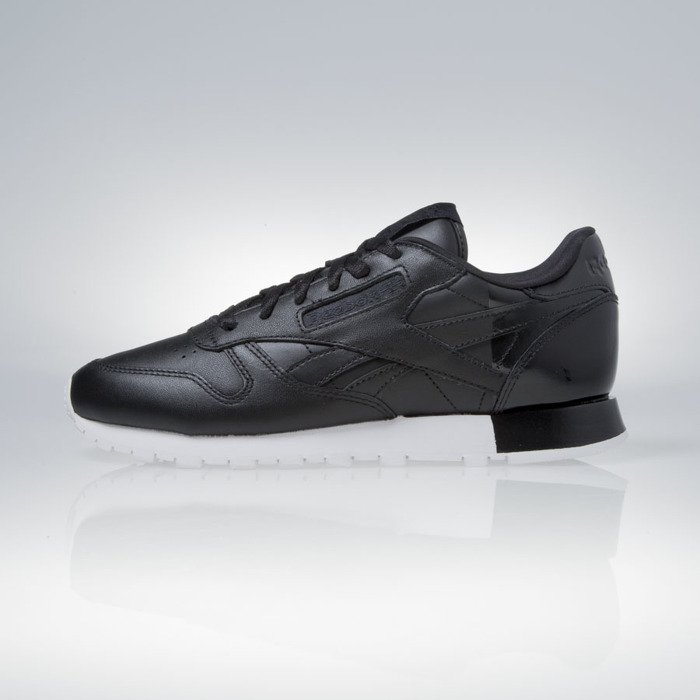 1b7c2f6e731 ... Reebok WMNS Classic Leather Matte Shine black   white (AR0850) ...
