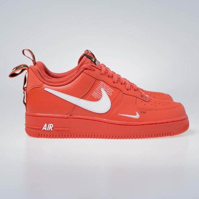 d37109736247 ... Sneakers Nike Air Force 1  07 LV8 Untility team orange   white-black ...