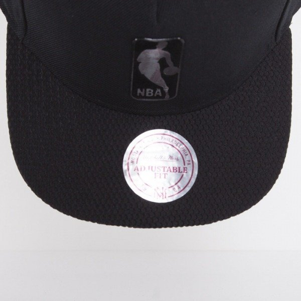 Mitchell & Ness cap NBA Logo black / red Bellair EU415