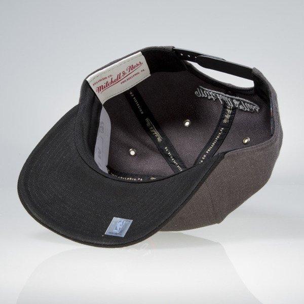 new product d6aa8 50a15 Mitchell   Ness snapback Toronto Raptors charcoal   black EU944 G3 ...