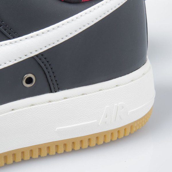 Nike Air Force 1 '07 LV8 black / sail-action red-gum light 718152-015