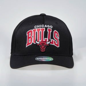 Czapka Mitchell & Ness Snapback Chicago Bulls black NBA Team Arch Pinch Panel 110 SB