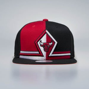 Czapka Mitchell & Ness Snapback Chicago Bulls black Shorts Split SB