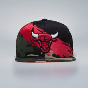 Czapka Mitchell & Ness Snapback Chicago Bulls woodland camo / black Camo Paintbrush SB