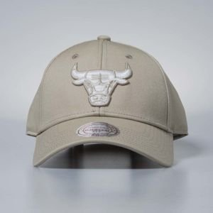 Czapka Mitchell & Ness strapback Chicago Bulls khaki Team Logo Low Pro