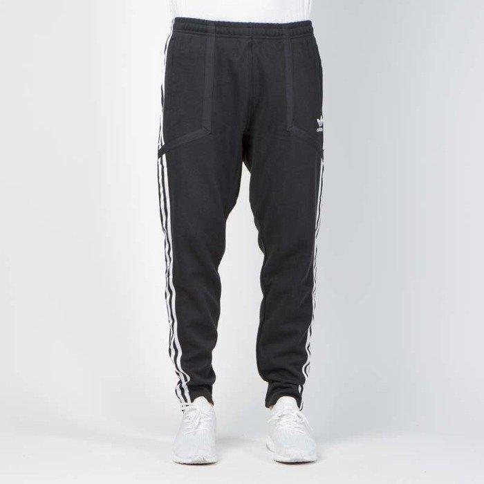 spodnie dresowe adidas Originals Regular Cuff Black 1