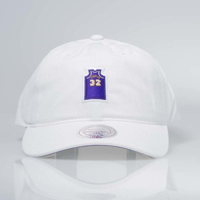 e574397b19110 ... Dad  Czapka Mitchell   Ness strapback Los Angeles Lakers - JOHNSON white  QD43Z Small Jersey ...