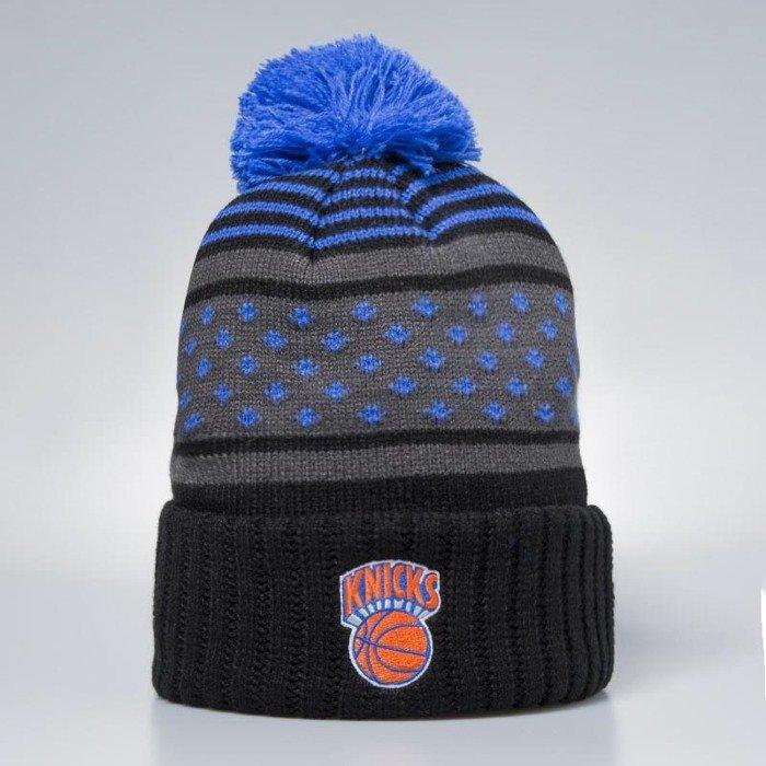 b9c915ec02fd3 ... Czapka zimowa Mitchell   Ness New York Knicks Beanie black   blue Highlands  2.0 Pom ...