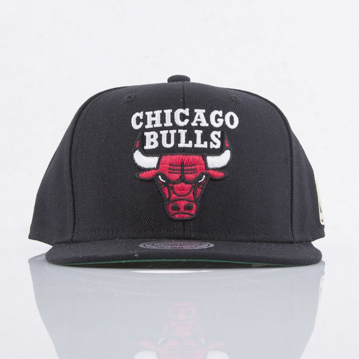 491c0faff55 ... Mitchell   Ness czapka snapback Chicago Bulls black SOLID 2 NL15Z ...