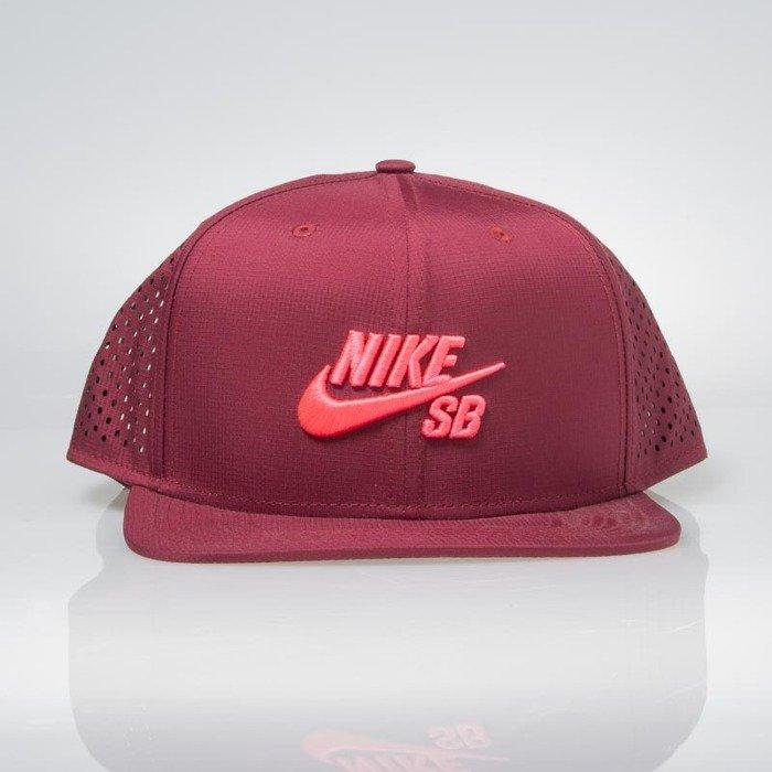 24c0ddfa3 Nike SB czapka snapback Performance Trucker burgundy (629243-677)