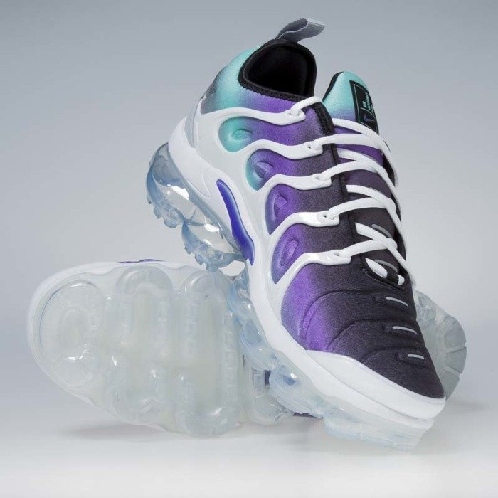 ... Sneakers Buty Air VaporMax Plus white   fierce purple 924453-101 ... cf105358a