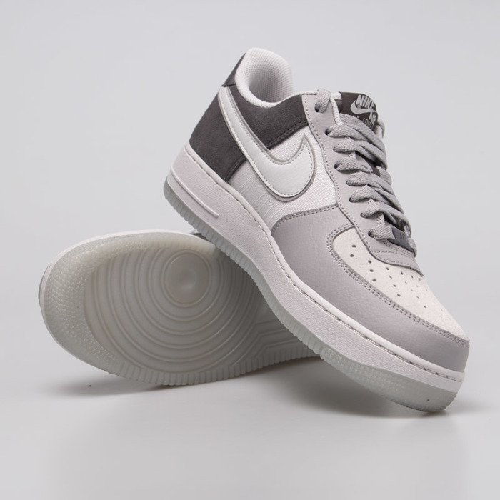 Buty męskie sneakersy Nike Air Force 1 '07 LV8 AO2425 001