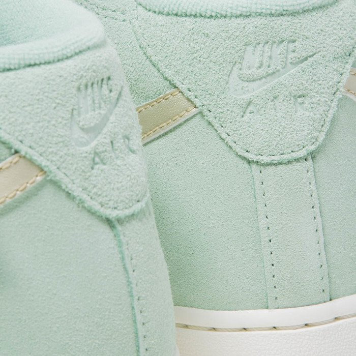 Sneakers buty Nike WMNS Air Force 1 '07 Mid Seasonal enamal green metalic gold star 818596 300
