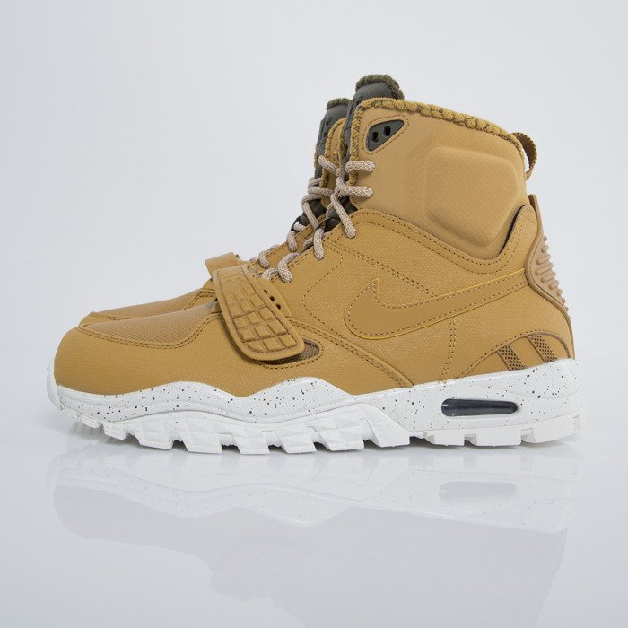 new styles ab6a7 c4230 ... Sneakers buty zimowe Nike Air Trainer SC 2 Boot wheat  darl loden -  sail ...