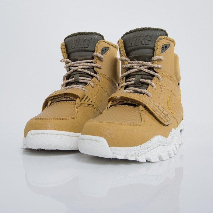 new styles 0c622 4b02c ... Sneakers buty zimowe Nike Air Trainer SC 2 Boot wheat  darl loden -  sail ...