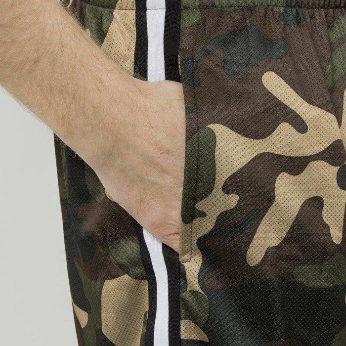 0d7a58419d Urban Classics szorty Camo Stripes Mesh Shorts woodcamo / black / white