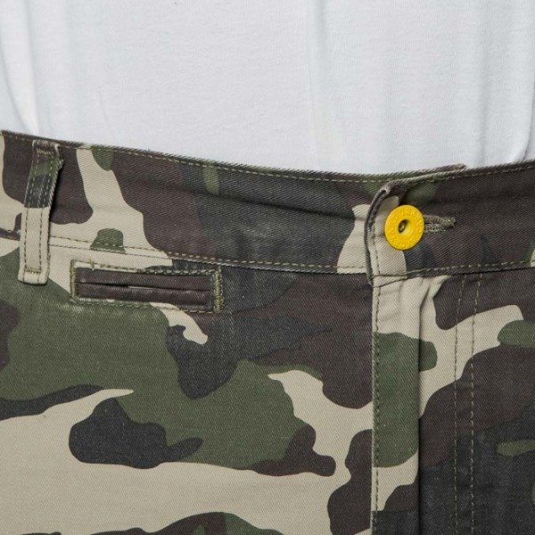 Backyard Cartel spodnie Chinos Label tapered fit woodland camo