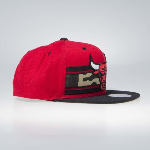 Czapka Mitchell & Ness Chicago Bulls Snapback Cap red/camo Covert