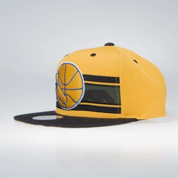 9f7d8fcddb994 ... Czapka Mitchell   Ness Golden State Warriors Snapback Cap yellow camo  Covert ...