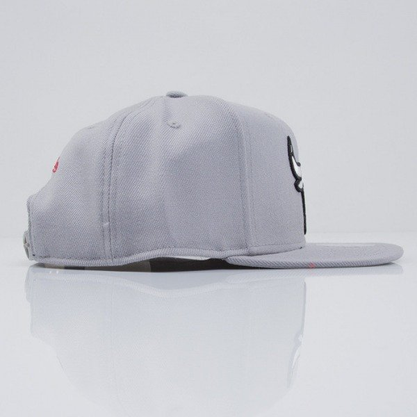 Mitchell & Ness czapka snapback Chicago Bulls grey Logo Series VE31Z