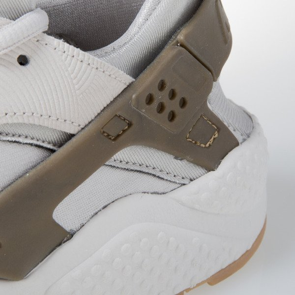 Sneakers buty Nike WMNS Air Huarache Run Prm Suede gamma grey / phantom (833145-001)