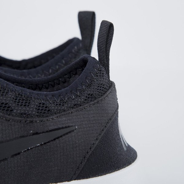 Sneakers buty Nike WMNS Juvenate black / black - white (724979-002)