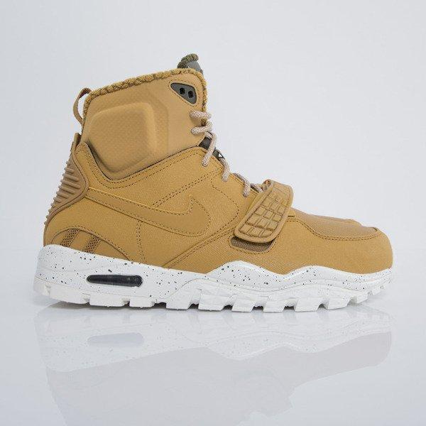 zimowe buty nike